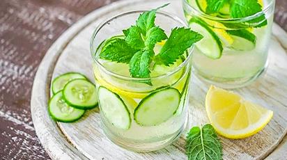 Детокс вода с огурчиками, мятой и лимонами