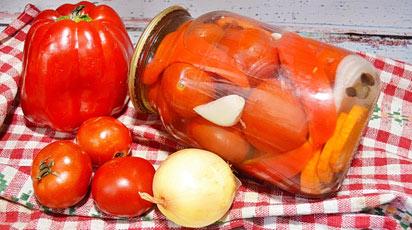 Заготовки на зиму: вкуснейшие маринованные помидоры с болгарским перцем